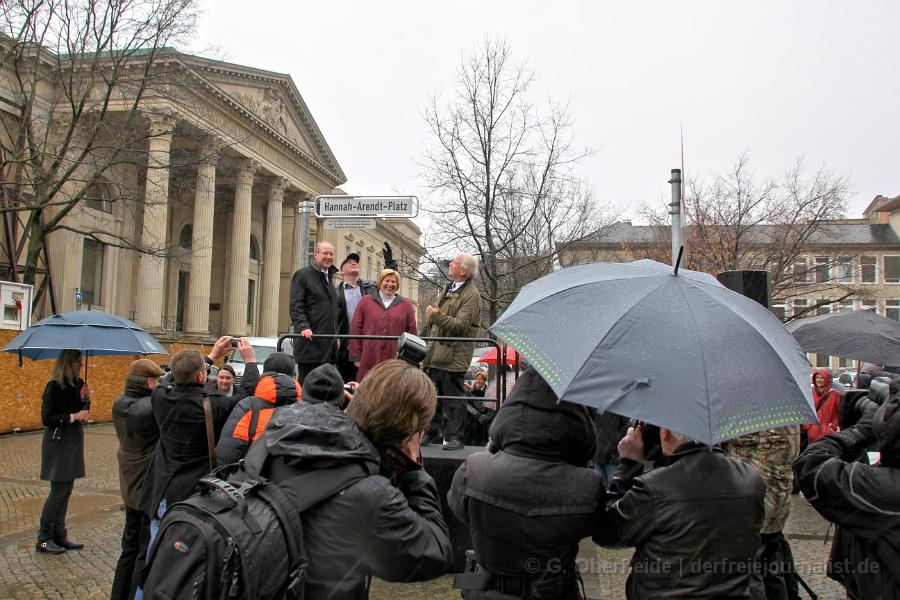 Feierliche Umbenennung der Adresse am Niedersächsischen Landtag in Hanna-Arendt-Platz