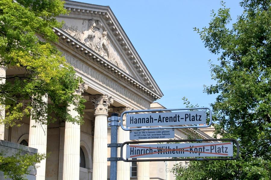 Hannah-Arendt-Platz vor dem Nds. Landtag, vormals Hinrich-Wilhelm-Kopf-Platz