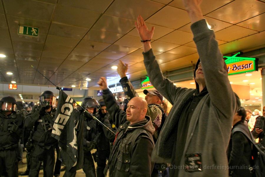 HoGeSa-Demo Hannover: Provokationen gegen Polizisten und Rechte
