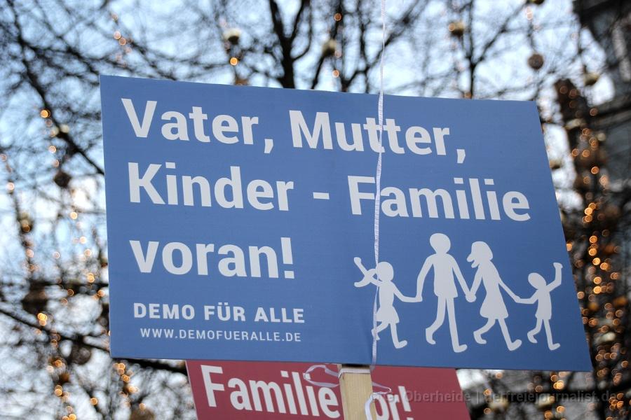 Pastor i. R. Josua von Gottberg: ''Ich trau ich mich deutlich zu sagen: Ich bin für das traditionelle Familienbild Mutter/Vater/Kind!!''