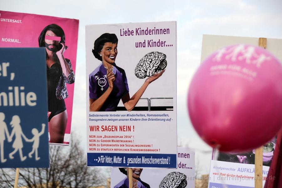 Plakat auf der 'Demo für alle' 2014 in Hannover: ''Liebe Kinder und Kinderinnen''