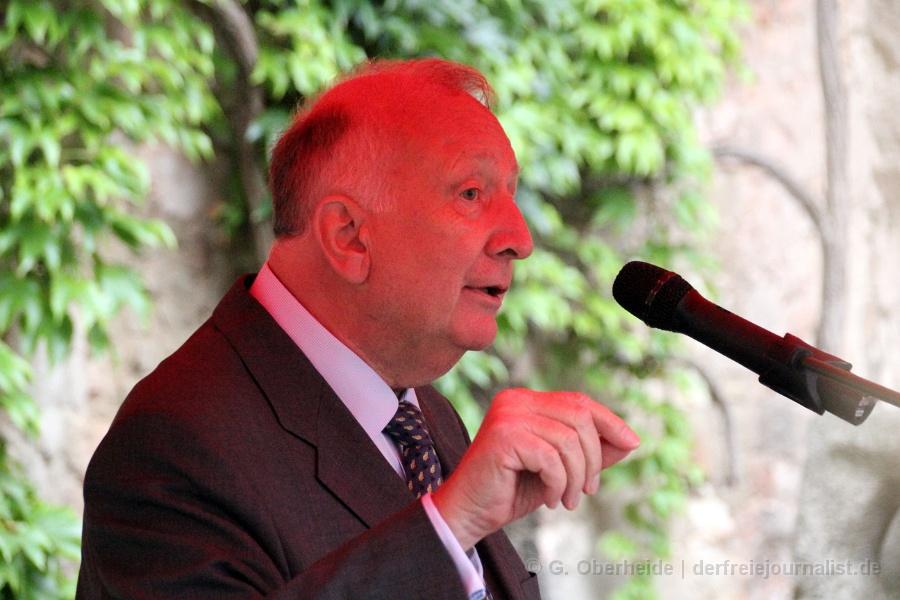 """Willy Wimmer: """"Wir haben ein Wort, aber wir müssen es in diesen entscheidenden Jahren und in diesen entscheidenden Wochen auch nutzen. Appellieren Sie an den Herrn Bundespräsidenten, sich nicht nur deutlich über die Situation in Deutschland zu äußern, sondern die Amerikaner aufzufordern, mit ihren Kriegen Schluß zu machen!"""""""